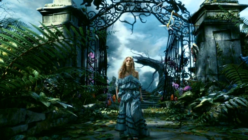 tim-burton-s-alice-in-wonderland-alice-in-wonderland-2010-13677655-1360-768