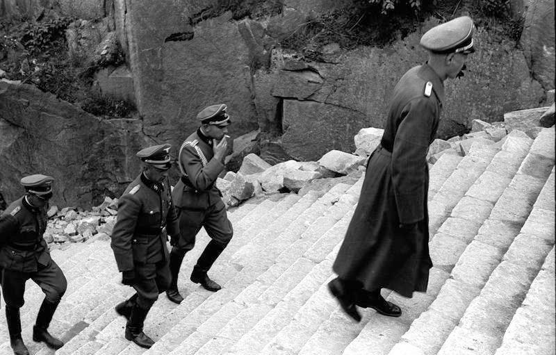 Bundesarchiv_Bild_192-306,_KZ-Mauthausen,_Himmlervisite